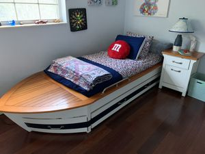 Pottery Barn Nautical Bedroom Set. Boat bed!! for Sale in West Palm Beach, FL