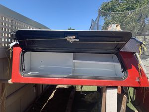 Leer camper shell 62*65 1/2 for Sale in Richmond, CA