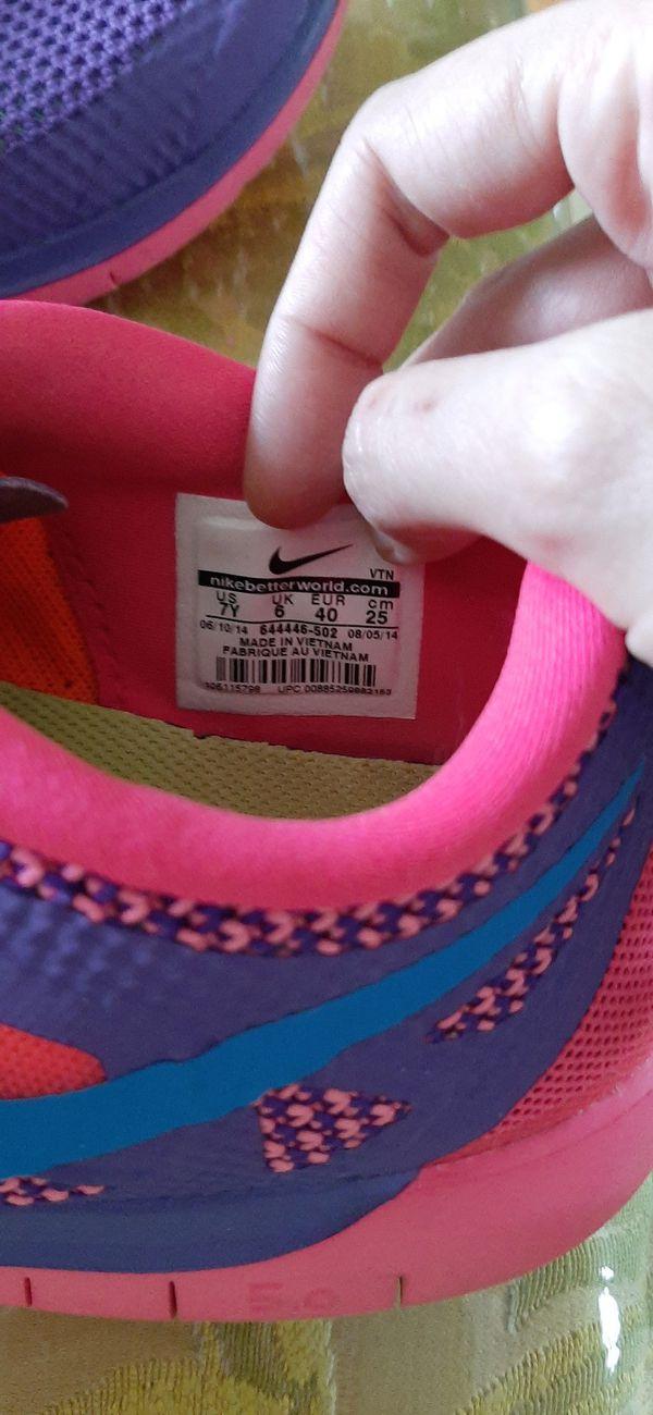 Women's Nike Free 5.0, Size 7Y (Women's 8.5)