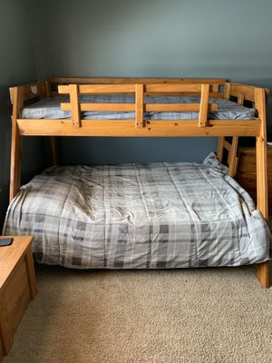 Bunk bed MUST MOVE YOUR SELF SATURDAY ONLY MUST BRING TOOLS TO TAKE APART for Sale in Chicago, IL