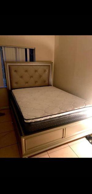 QUEEN SIZE MATTRESSES PILLOW TOP SOFT WITH BOX SPRING SET 👸👸👸 for Sale in Miami, FL