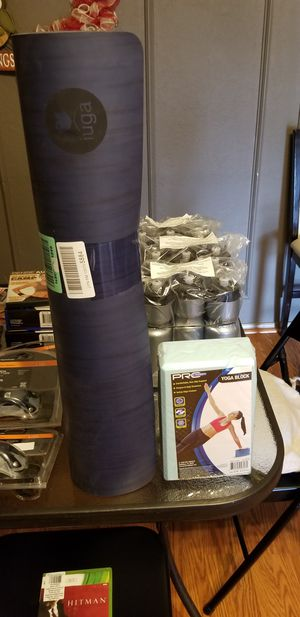 Yoga mat and yoga block. New. for Sale in Glenn Heights, TX
