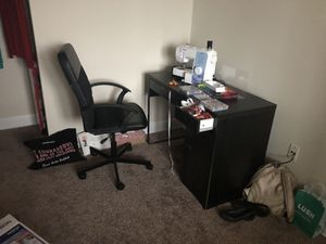 Desk and chair for Sale in Hyattsville, MD
