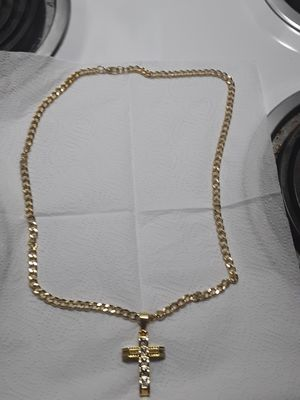 30 inch gold plated link chain dipped in 14kt gold with heavy cz gold plated cross. Nice gift 80 obo for Sale in Mechanicsburg, PA
