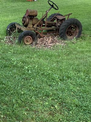 Vintage Tractor for Sale in Waite Hill, OH