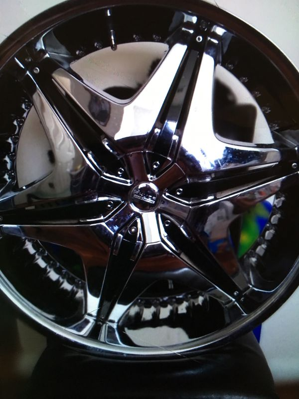 Two toned 5 star universal black and chrome rims