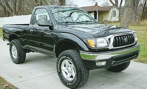 NO SMOKE NO PETS TOYOTA TACOMA 2001 for Sale in Sioux Falls, SD