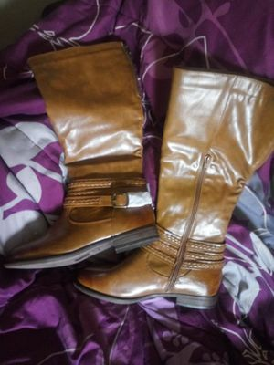 These boots are brand new still has paper on side ... Size 8. Nice. $20 paid $33. SERIOUS requires only plz. for Sale in San Angelo, TX