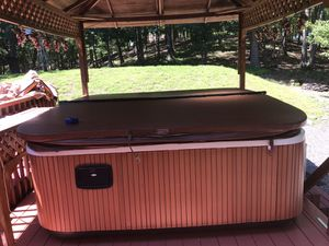 Jacuzzi Hot Tub J-385 for Sale in Queens, NY