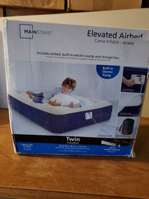 Twin air mattress with built in pump, and twin bedding sheets/pillow case set for Sale in Santa Maria, CA