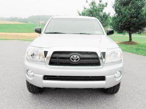 door bin Tacoma Toyota 2007 pleasing looker for Sale in Amarillo, TX