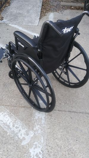 DRIVE WHEELCHAIR IN EXCELLENT CONDITION. STILL LOOKS NEW. HOLDS UP TO 300LBS for Sale in Dallas, TX