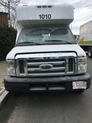 2009 FORD E-350 CUTAWAY (HANDICAP AND REGULAR PASSENGERS). for Sale in Lynn, MA
