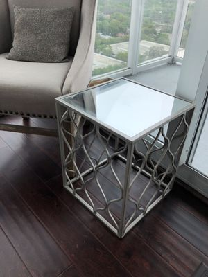 Never used metal & mirror side table! Modern Moroccan design! for Sale in Orlando, FL