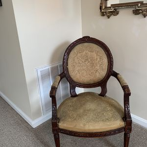 Antique Sitting Chair for Sale in Pickerington, OH