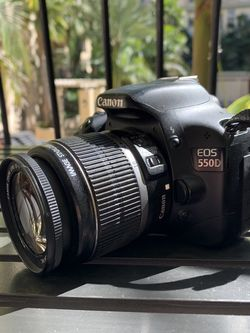 Canon 550D (Rebel T2i) 18 MP + EF Lens 18-55mm for Sale in Los Angeles,  CA