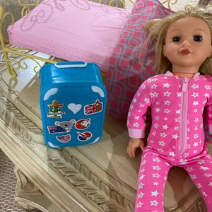 American Girl Doll Laugage With Excasiries for Sale in River Edge, NJ