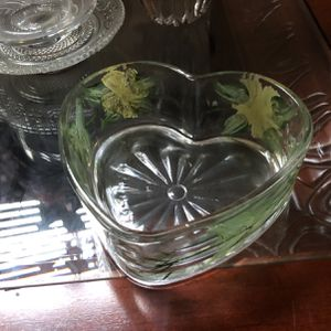 """6"""" Glass Vase - Heart shaped 2""""H X 6"""" W for Sale in Norwalk, CA"""