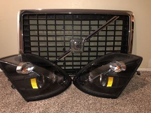 2017 Volvo rig headlights and grill for Sale in Dallas, TX