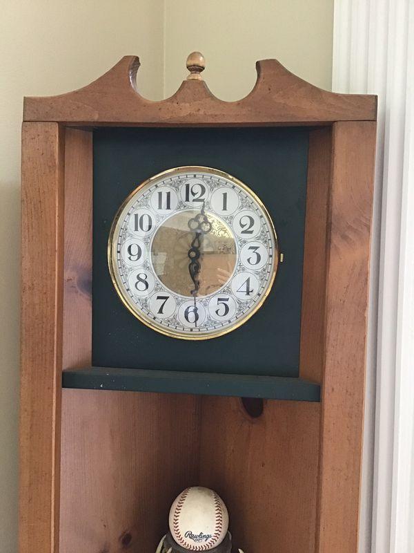 Corner shelf with clock