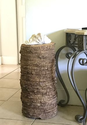 Stunning real wood end table or household decoration! for Sale in Dania Beach, FL