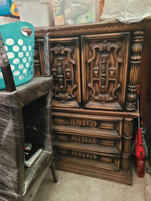 Free need repair for drawer for Sale in HILLTOP MALL, CA