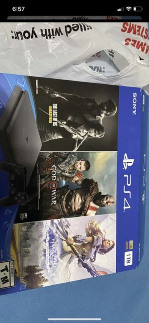Like new ps4 with a few games for Sale in Nashville, TN