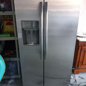 Whirlpool Fridge for Sale in Estero, FL