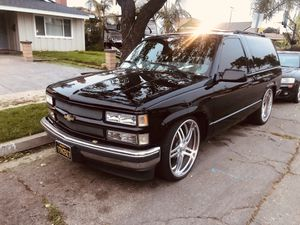 Chevy Tahoe 99 TWO DOOR !!! for Sale in Seattle, WA