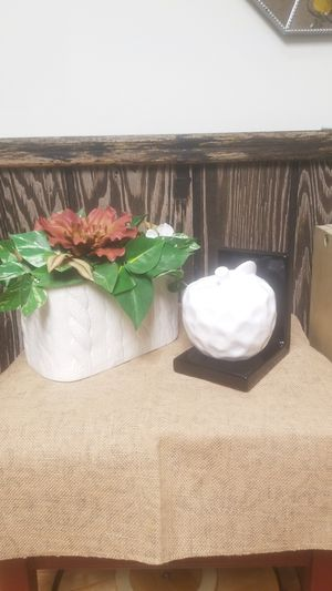 Ceramic apple to hold your kitchen books and flower arrangement Both for $4 dls for Sale in Willowbrook, IL