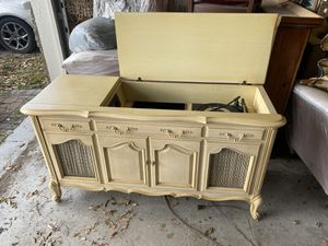 Vintage record player cabinet with speakers for Sale in Auburndale, FL