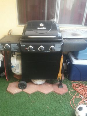 BBQ GRILL@80$$ WITH PROPANE TANK 80$$CHEAP for Sale in Montebello, CA