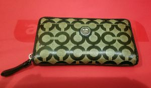 Coach accordion zip wallet for Sale in Fort Lauderdale, FL