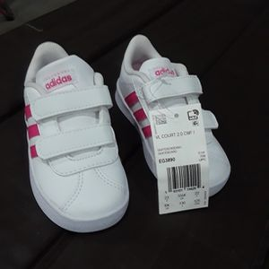 Adidas White Shoes Kid Shoes,,,size 6k for Sale in Los Angeles, CA
