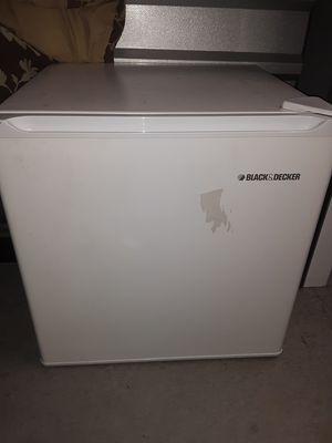 Black and decker mini fridge for Sale in Sterling, VA