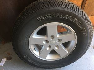 255/75 P 17 2017 Jeep tire and wheel as new. for Sale in Sacramento, CA