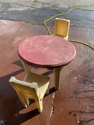 Small kids table n chairs for Sale in Santee, CA
