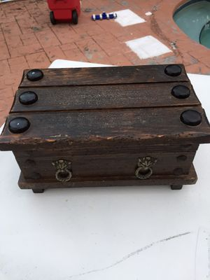 Vintage very old music playing and jewelry box for Sale in Coral Springs, FL