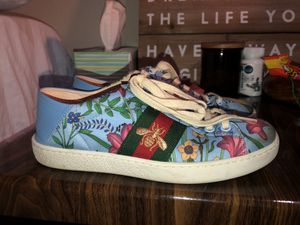 Size 5 women's gucci shoes for Sale in Lake Oswego, OR