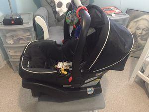 Graco SnugRide Click Connect 35 Infant Car Seat (Color: Gotham) Amazon for Sale in Detroit, MI