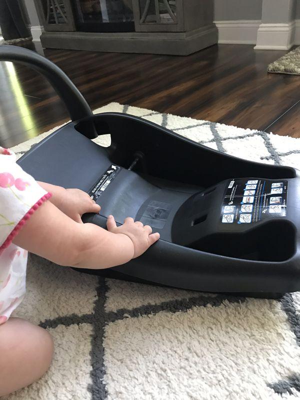 Maxi-Cosi infant car seat-used 5 times.