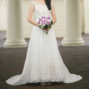 Wedding dress by Maggie Sottero for Sale in Philadelphia, PA