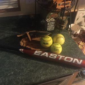 "Softball package includes like new Rawlings 12"" Players Series glove, Easton Reflex softball bat 32"" 20 ounce, 3 newer softballs all one price for Sale in Plainfield, IL"