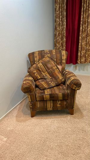 Chair high back 2 pillows perfect fabric for Sale in Modesto, CA