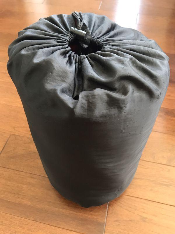 Rectangular sleeping bag with stuff sack