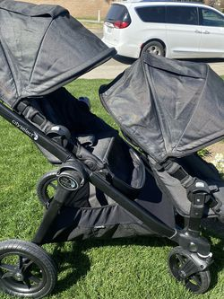 City Select Double Stroller Travel System With Bassinet for Sale in Clovis,  CA