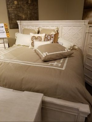 Bolanburg Antique White Louvered Bedroom Set for Sale in Silver Spring, MD