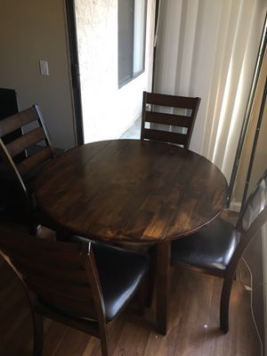Dining room table with 4 chairs for Sale in Vista, CA