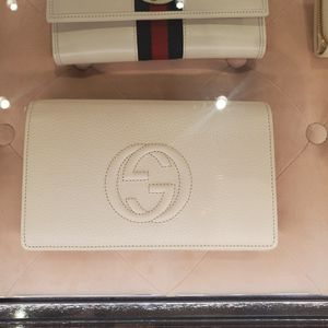 Brand New Gucci wallet with chain white for Sale in San Diego, CA