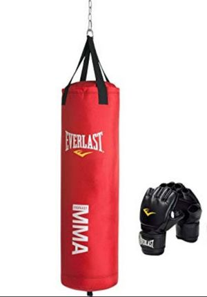 Everlast MMA 70lb Punching Bag w/Gloves for Sale in Molalla, OR